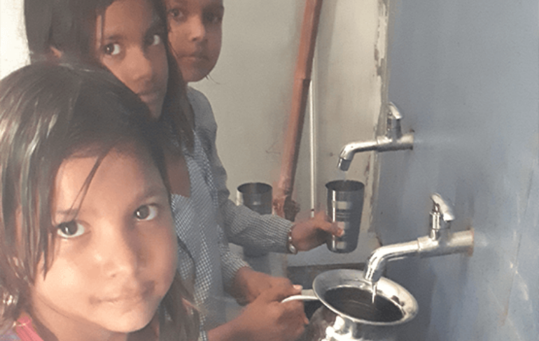 children-filling-water-at-gps