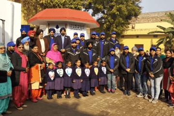 ehs-volunteers-at-school