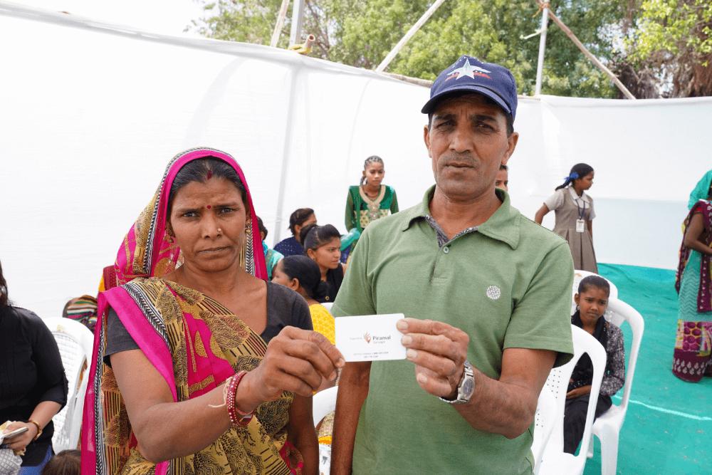 man-woman-with-sarvajal-card