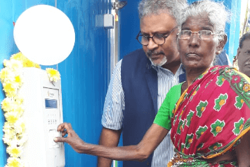 old-woman-inaugurating-water-atm