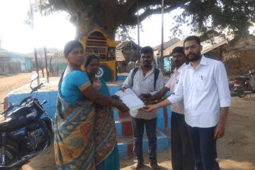 volunteers-with-village-women